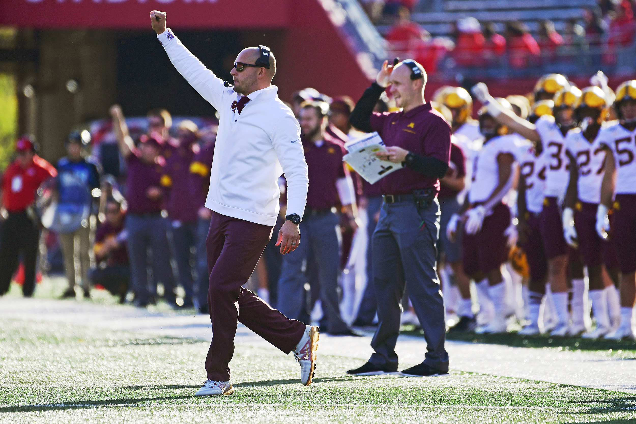 7-0 Gophers Rout Rutgers